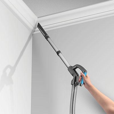 Limpieza-de-techo-con-Aspirador-Vax-Air-Cordless-Lift